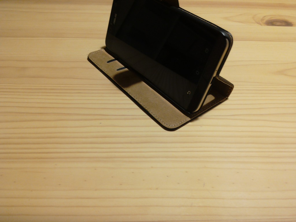 Zenfone Maxケース。スタンド正面。