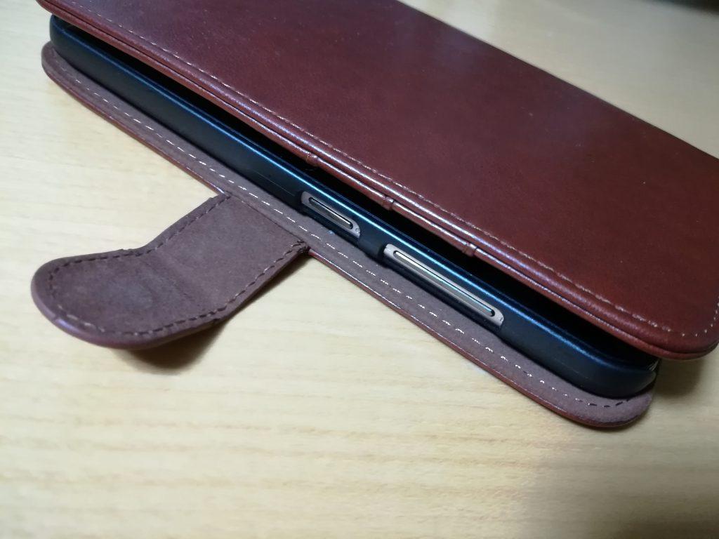 Zenfone Max のケース。ボタンがむき出し。