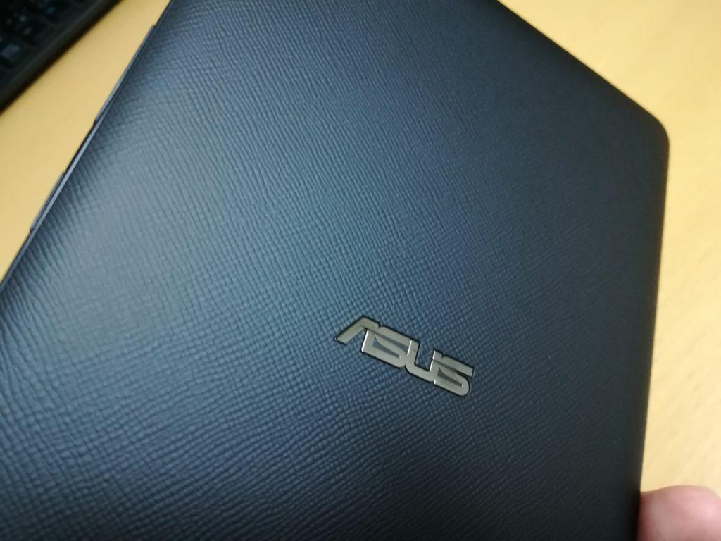 ZenPad 3 8.0 裏面のシボ加工はなかなかいい!