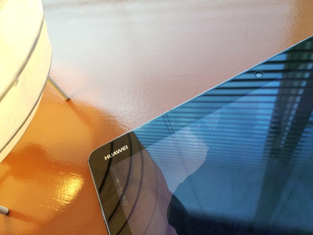 MediaPad M3 Lite 10 wp無しモデルのスペースグレイ