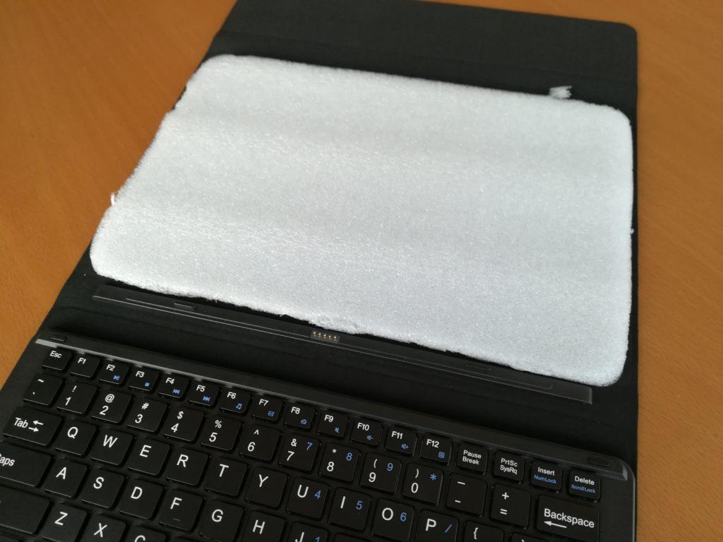 クッション材が入ったキーボード