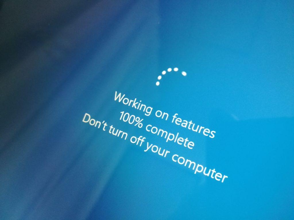 windowsアップデートが始まる