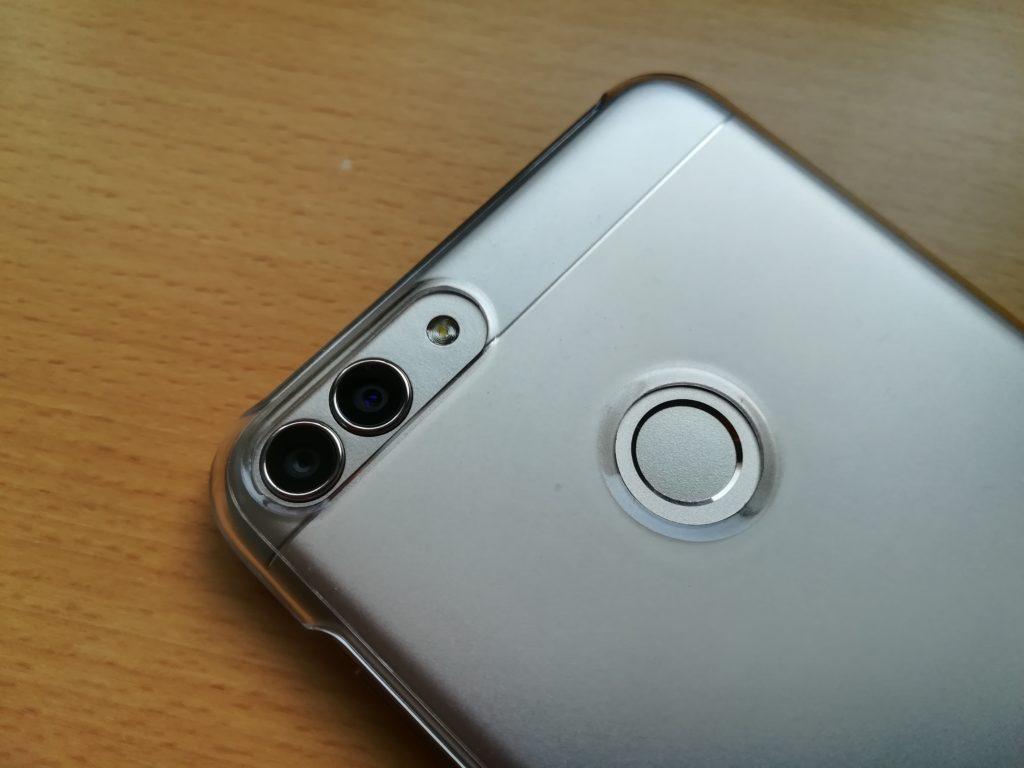 デュアルカメラや指紋認証周辺