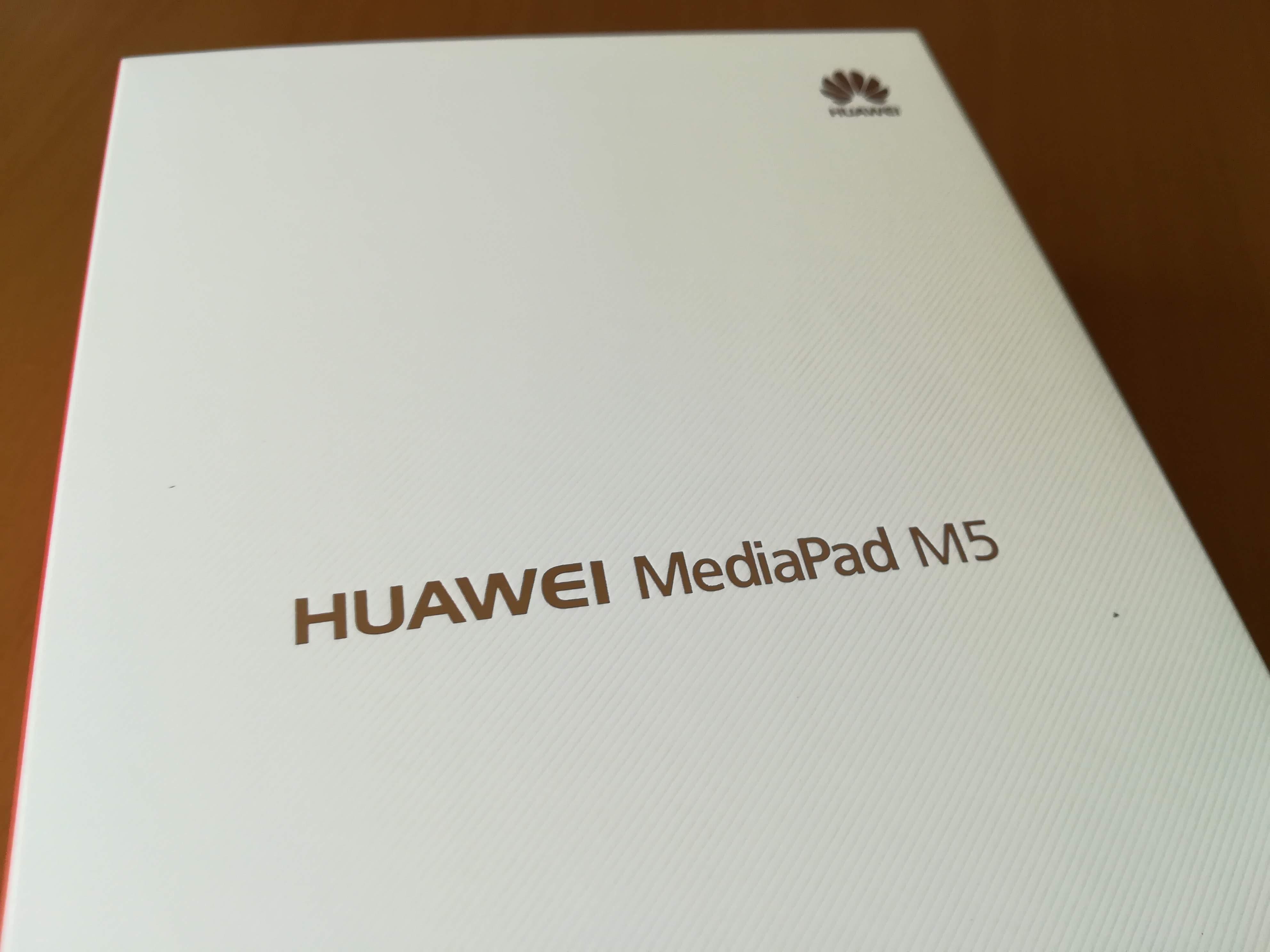 HUAWEI MediaPad M5の外箱