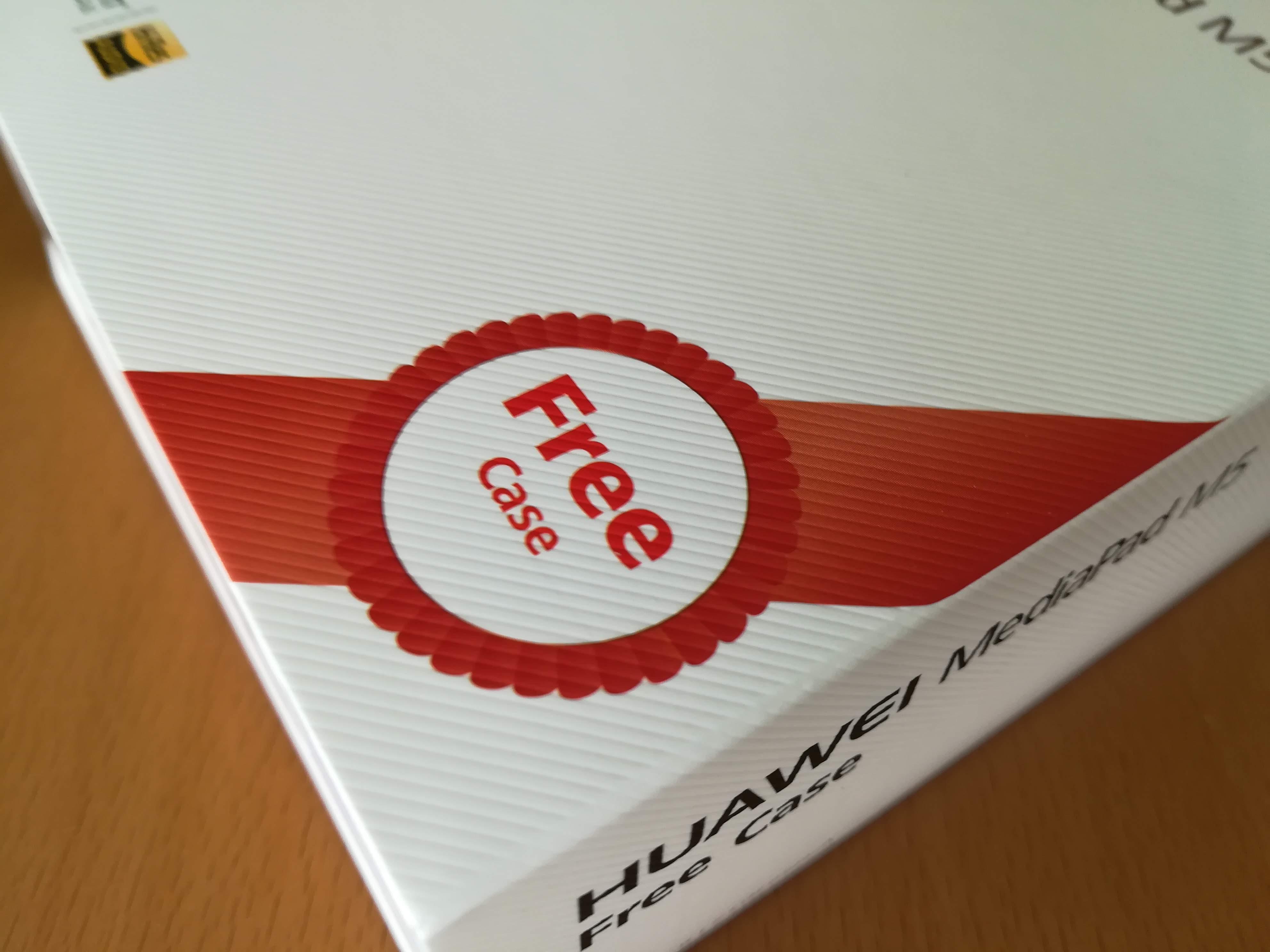 HUAWEI MediaPad M5は標準ケース付き