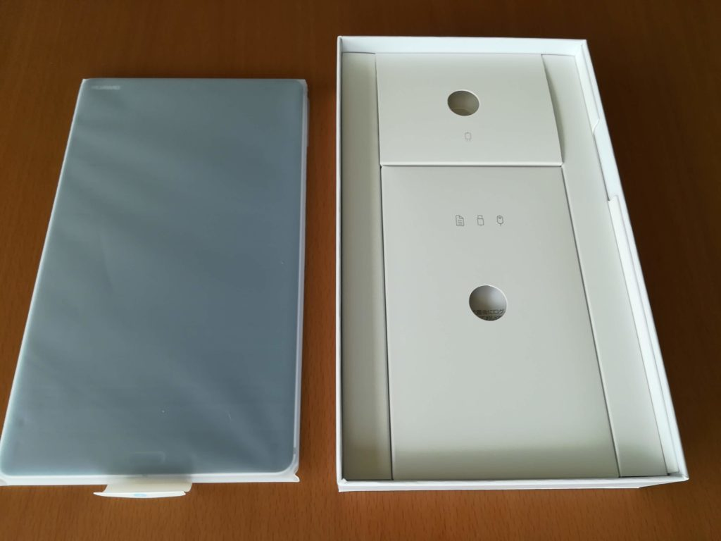 MediaPad M5本体の箱の中
