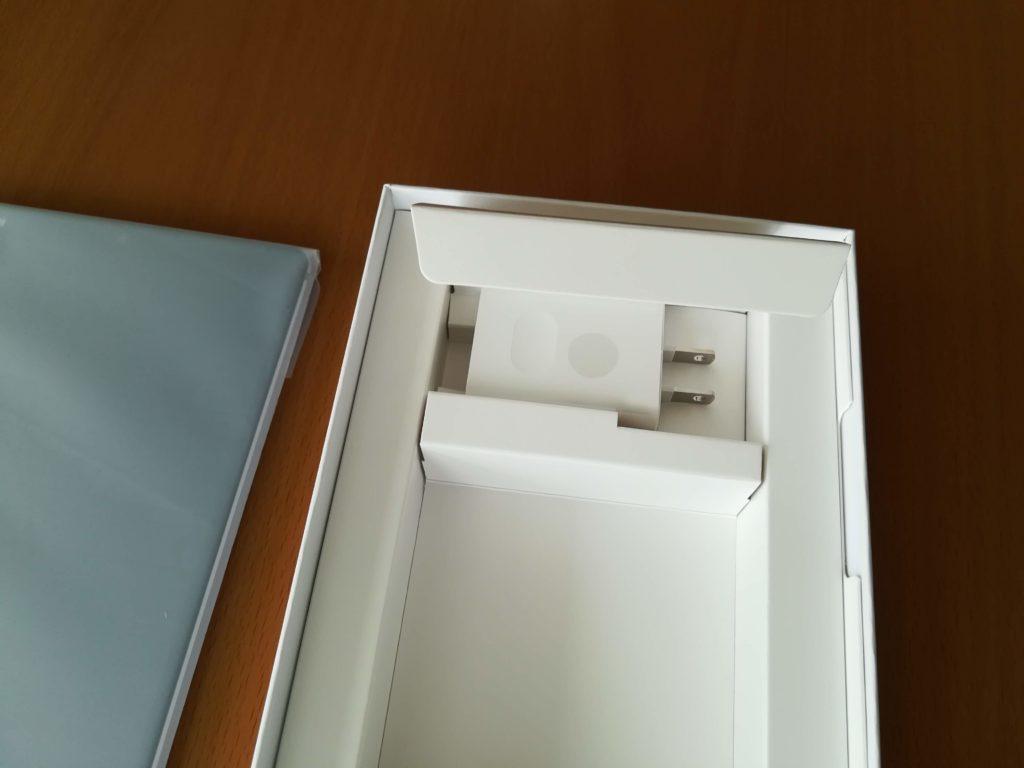 MediaPad M5本体の付属品。電源アダプター。