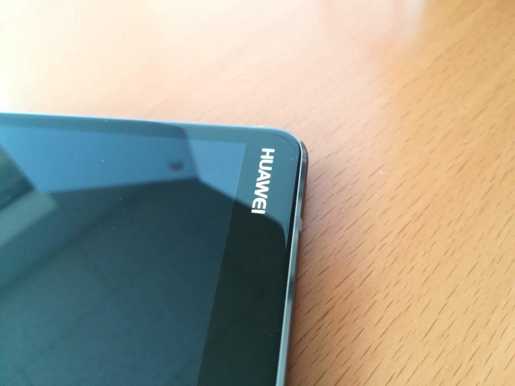 HUAWEI MediaPad M5の本体上側ロゴ周辺