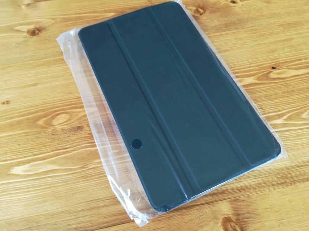 HUAWEI MediaPad M5のケースがビニール袋に入っている