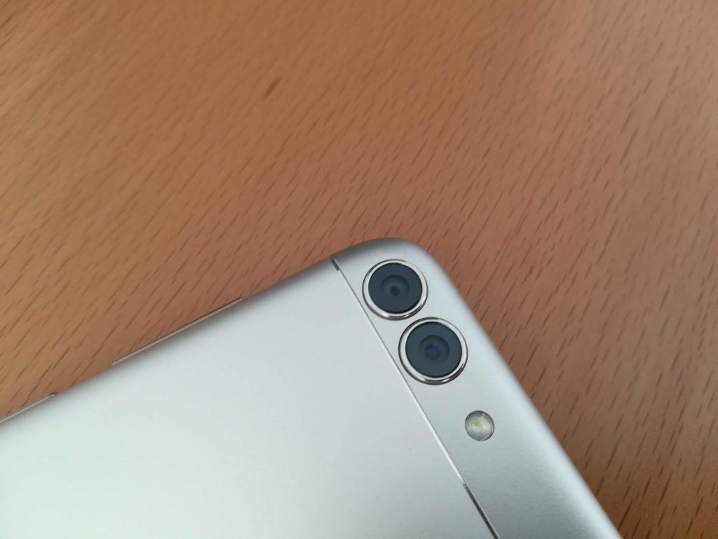 レンズが二つあるデュアルカメラ
