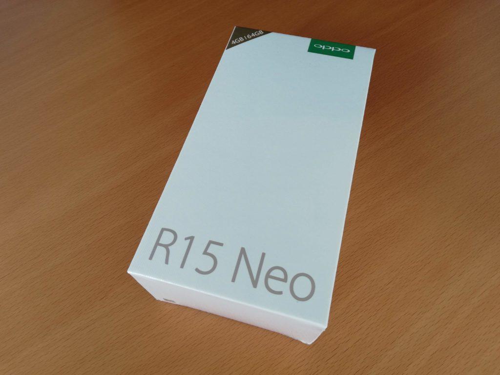 OPPO R15 Neoの外箱