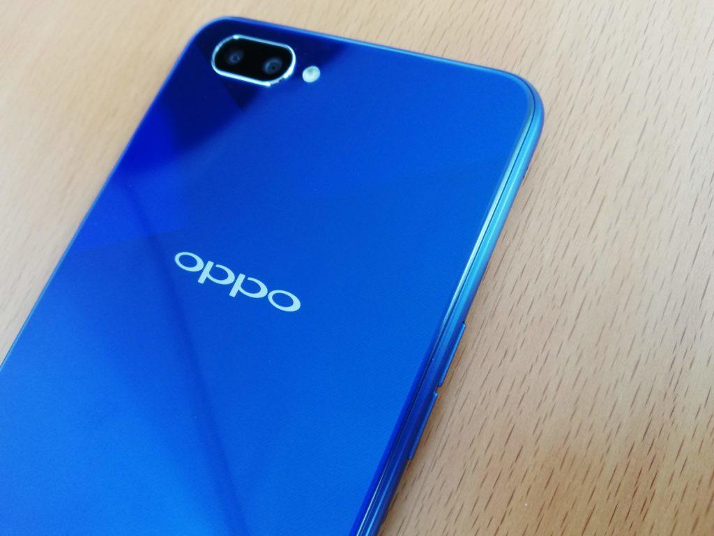 OPPO R15 Neo写真にするとのっぺりした青になることも...