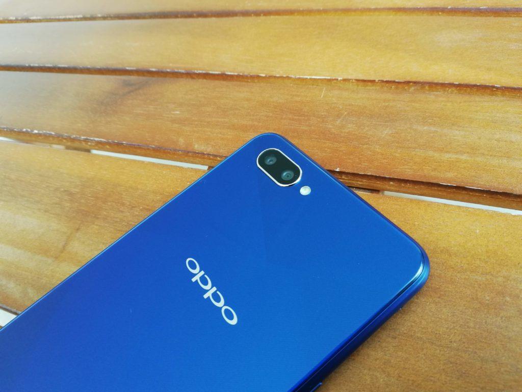 OPPO R15 Neo 4Gモデル 3Gも外見は変わらないけどね