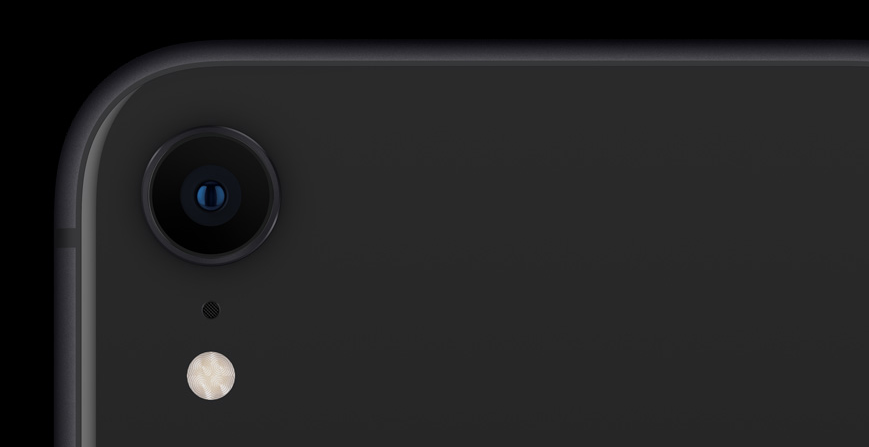 XRの背面はシングルカメラ(出典:公式サイト)