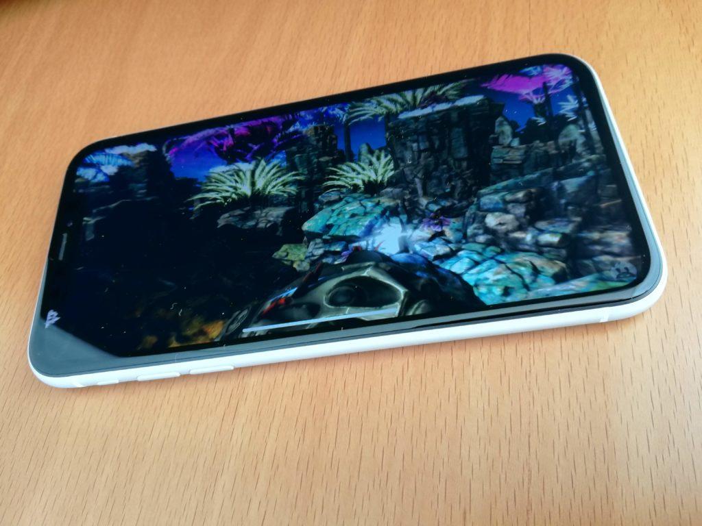 iPhone XRでも確かにフルスクリーンディスプレイ