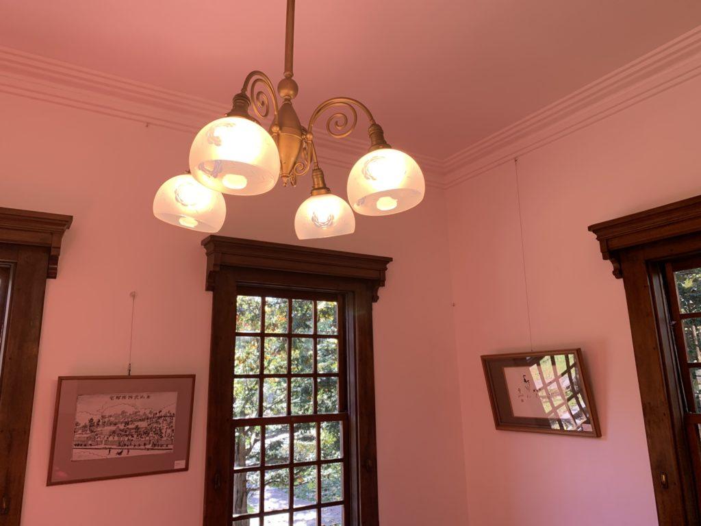 照明が点いている部屋(iPhone XR)