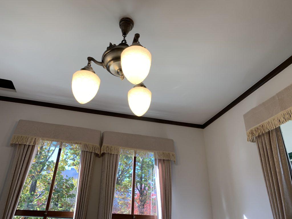 天井の照明(iPhone XR)