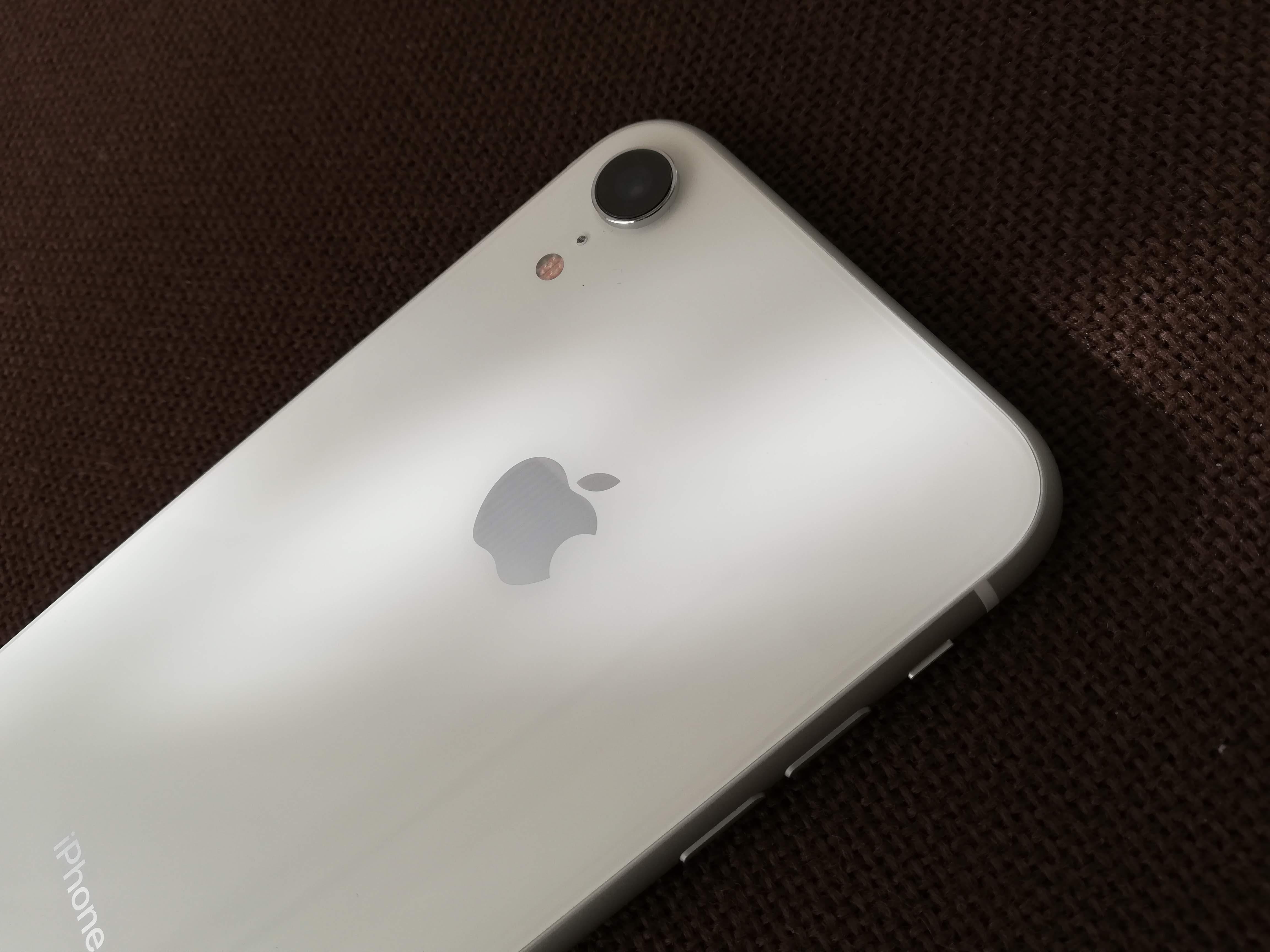 iPhone XRホワイト