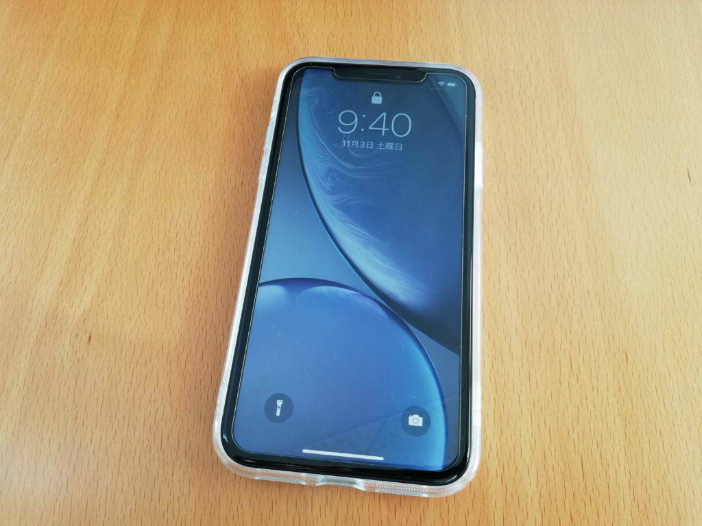 クリアケースをつけたiPhone XR