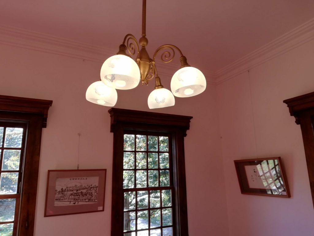照明が点いている部屋(P20 lite)