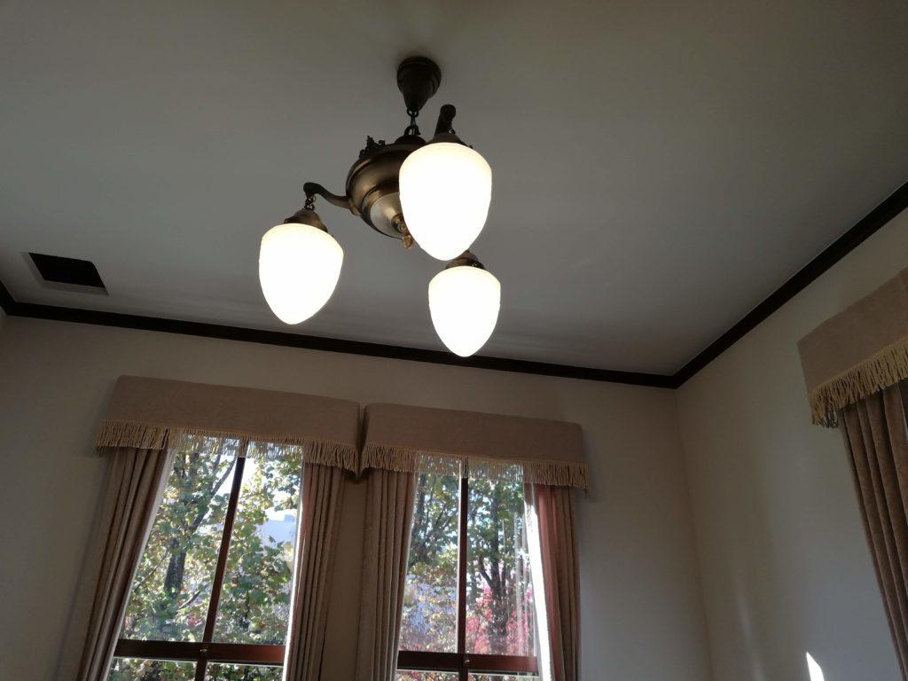 上の照明(P20 lite)