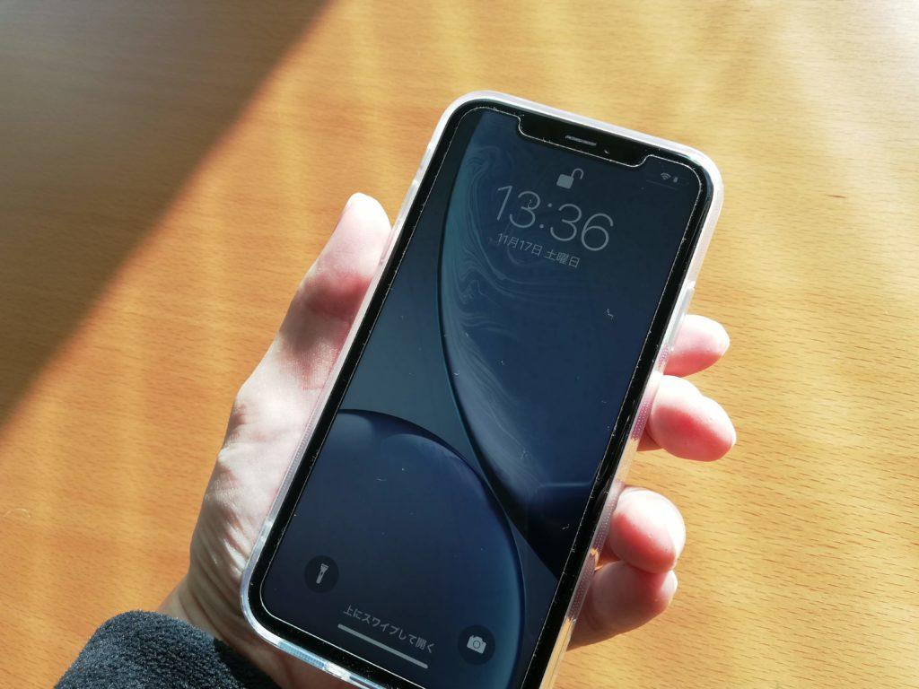 iPhone XRのベゼルは太い?