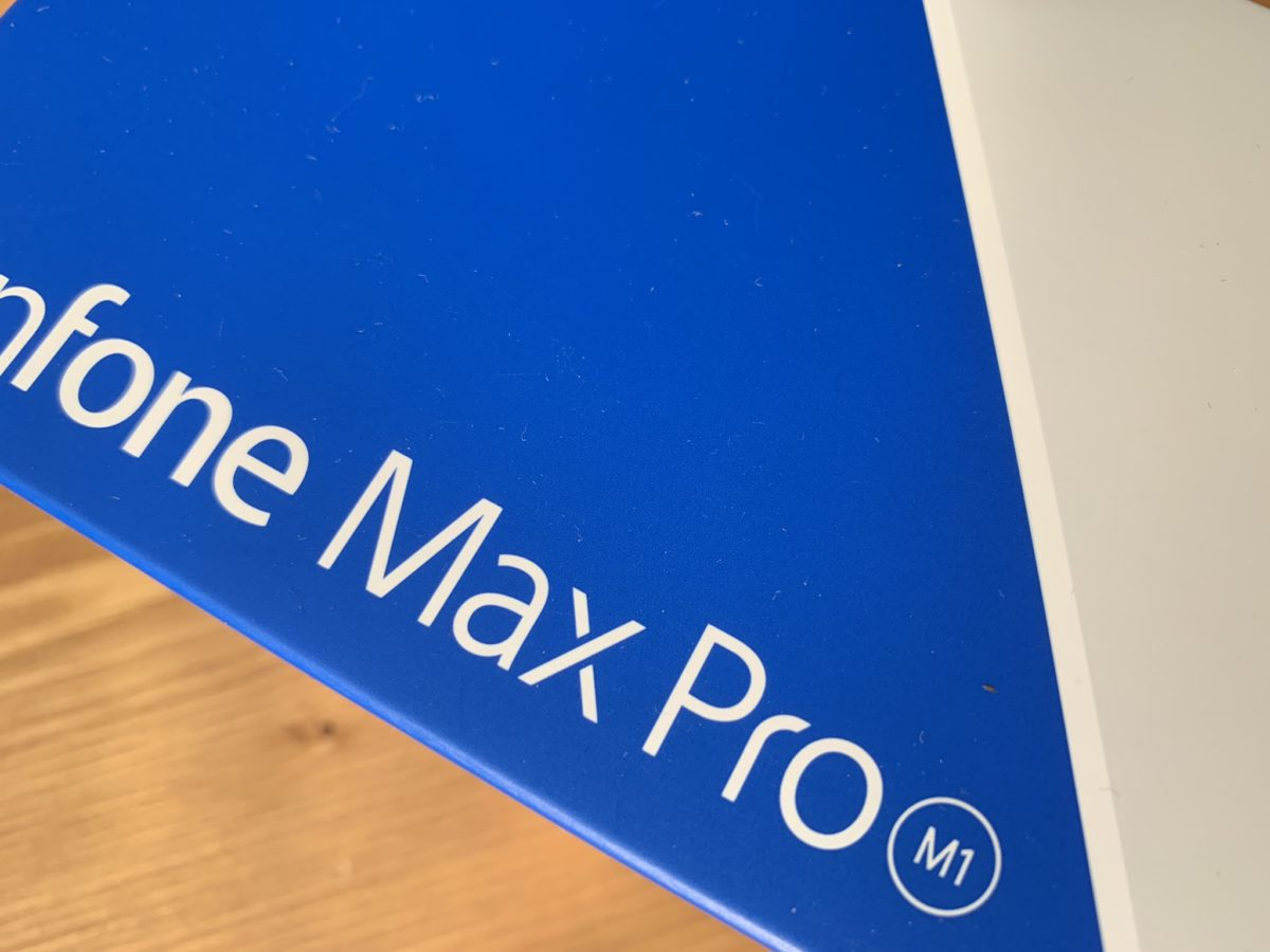 開封レビュー!国内版Zenfone Max Pro M1 本体やディスプレイ。
