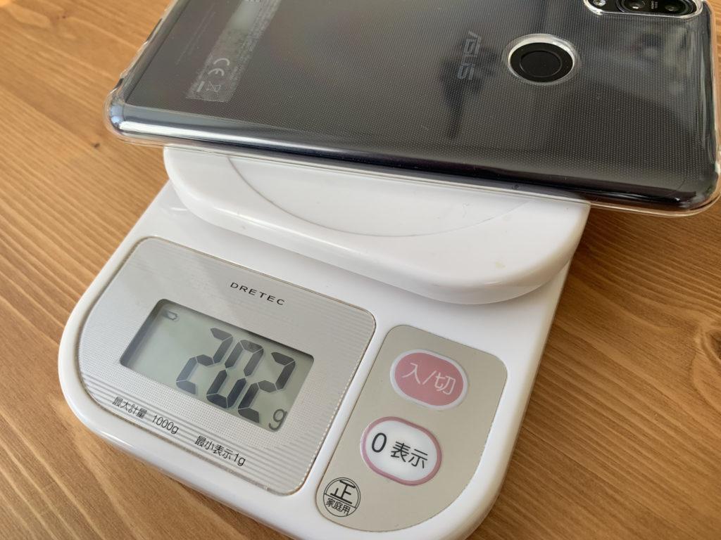 スマホとケースの総重量は202グラム
