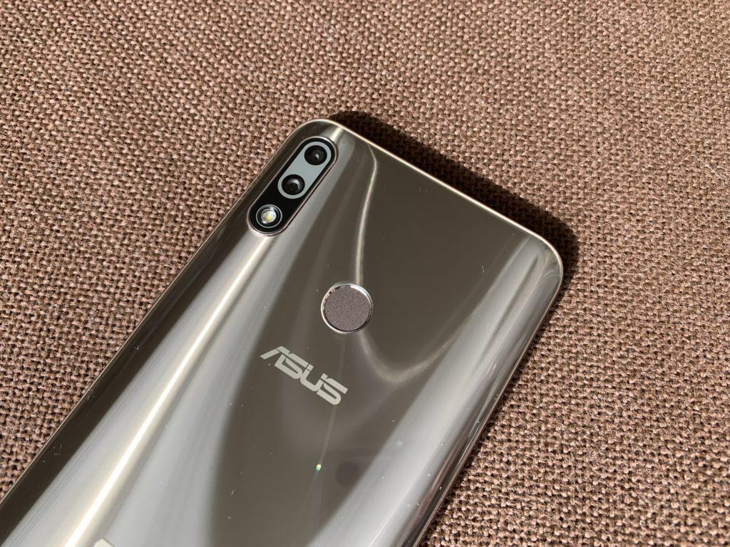 Zenfone Max Pro M2はデザインはかなりいいよ!