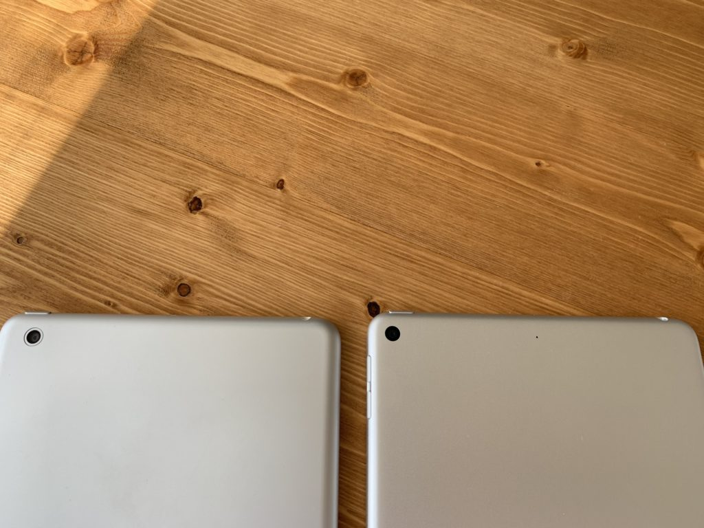 左が初代iPad miniで右がiPad mini 5