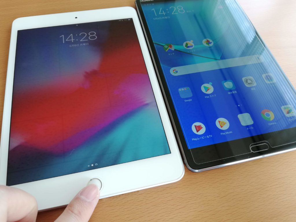 iPad miniとMediapad M5の表側を比較
