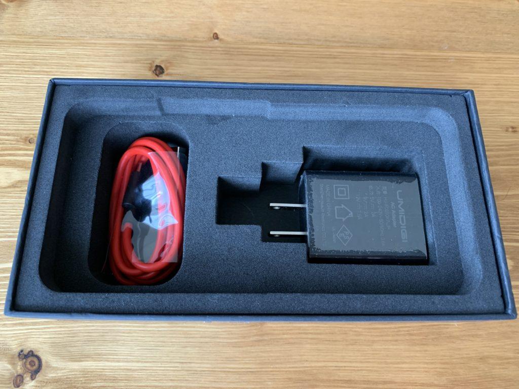 USBケーブルと充電器だけ