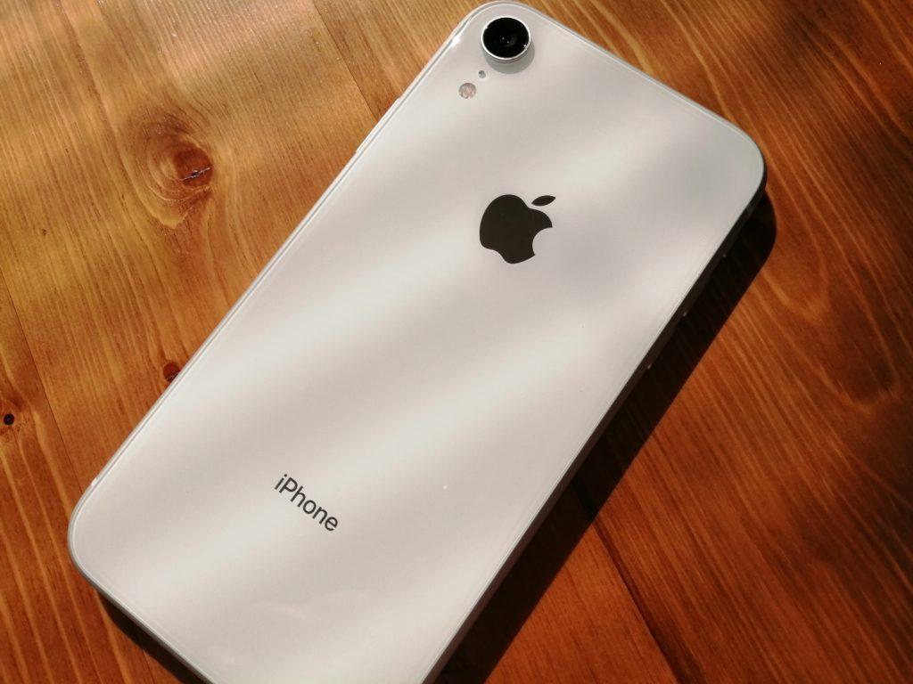 ホワイトは清潔感がある(写真はiPhone XR)