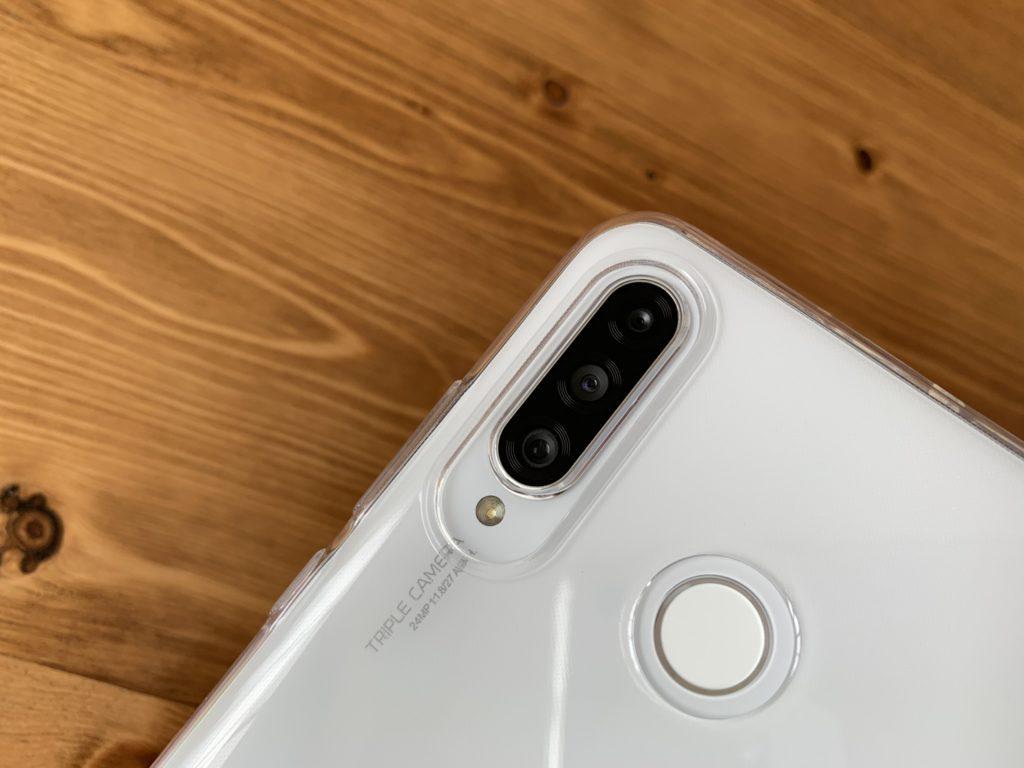 購入ケースのカメラの開口部