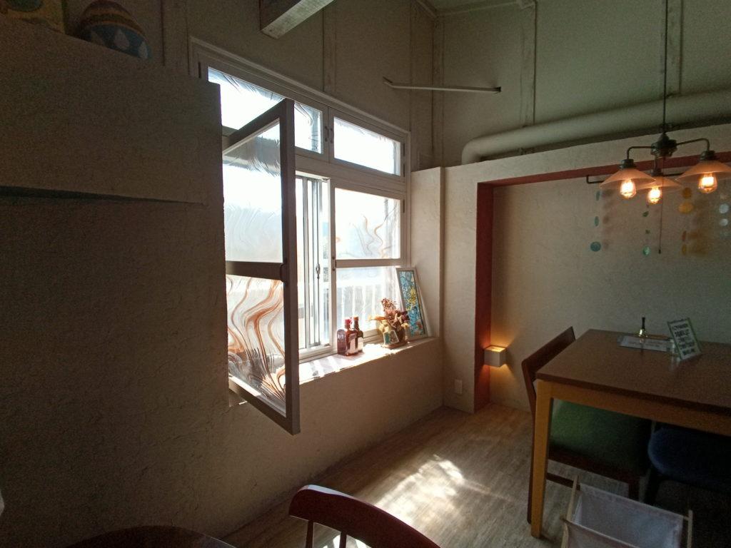 室内の窓のある風景 A5 Pro 広角カメラ使用