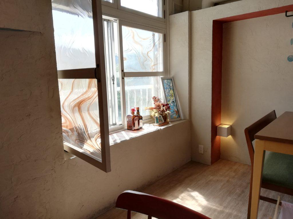 室内の窓のある風景 P20 lite