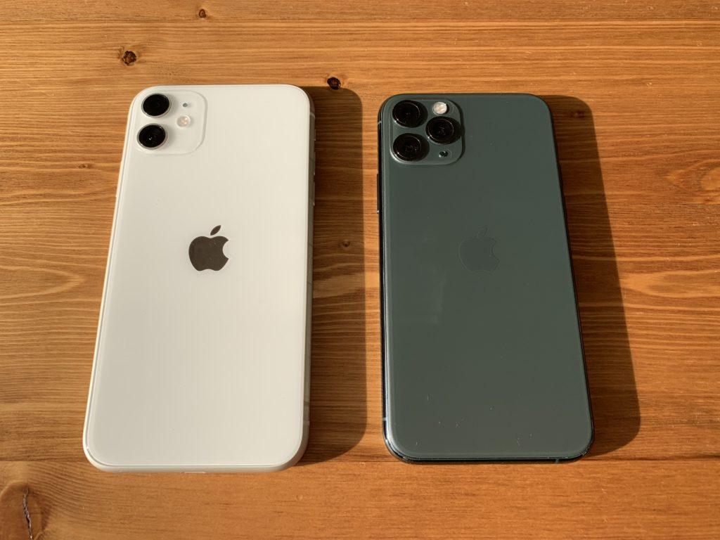 iPhone 11(左)とiPhone 11 Pro(右)