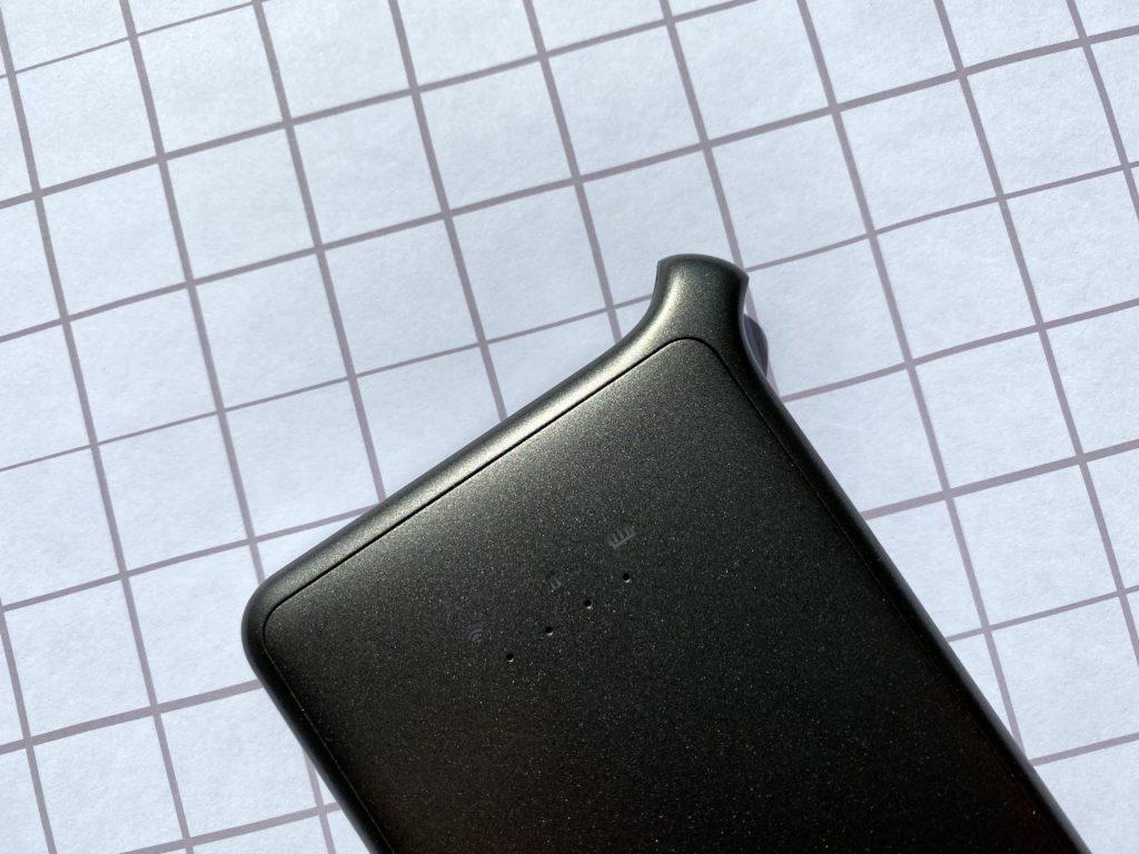 この独特の形状はクラウドSIMルーター