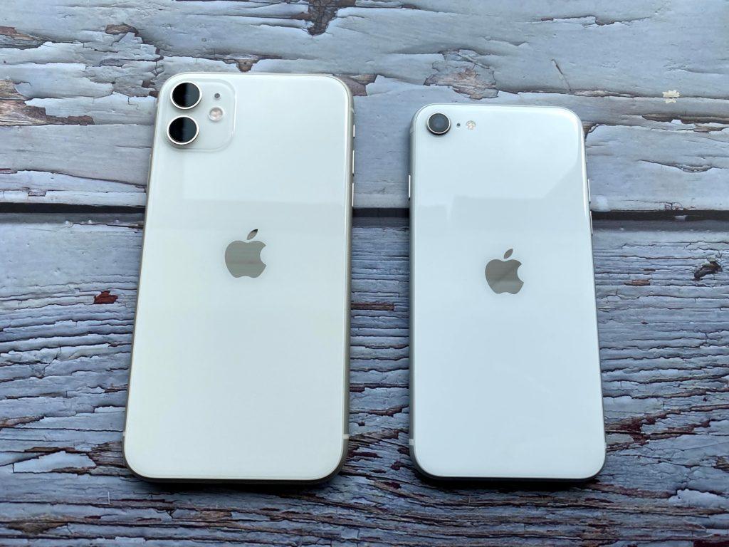 左がiPhone 11右がiPhone SE