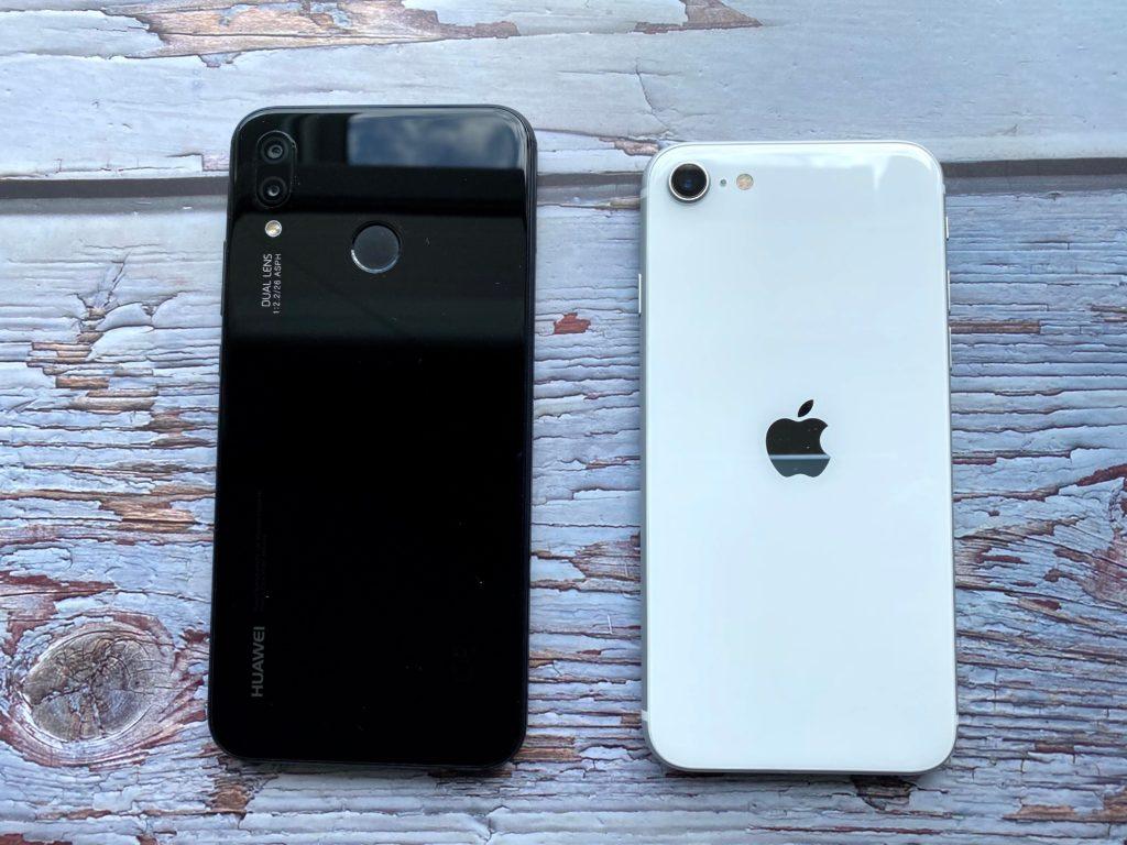 左がHUAWEI P20 liteで右がiPhone SE