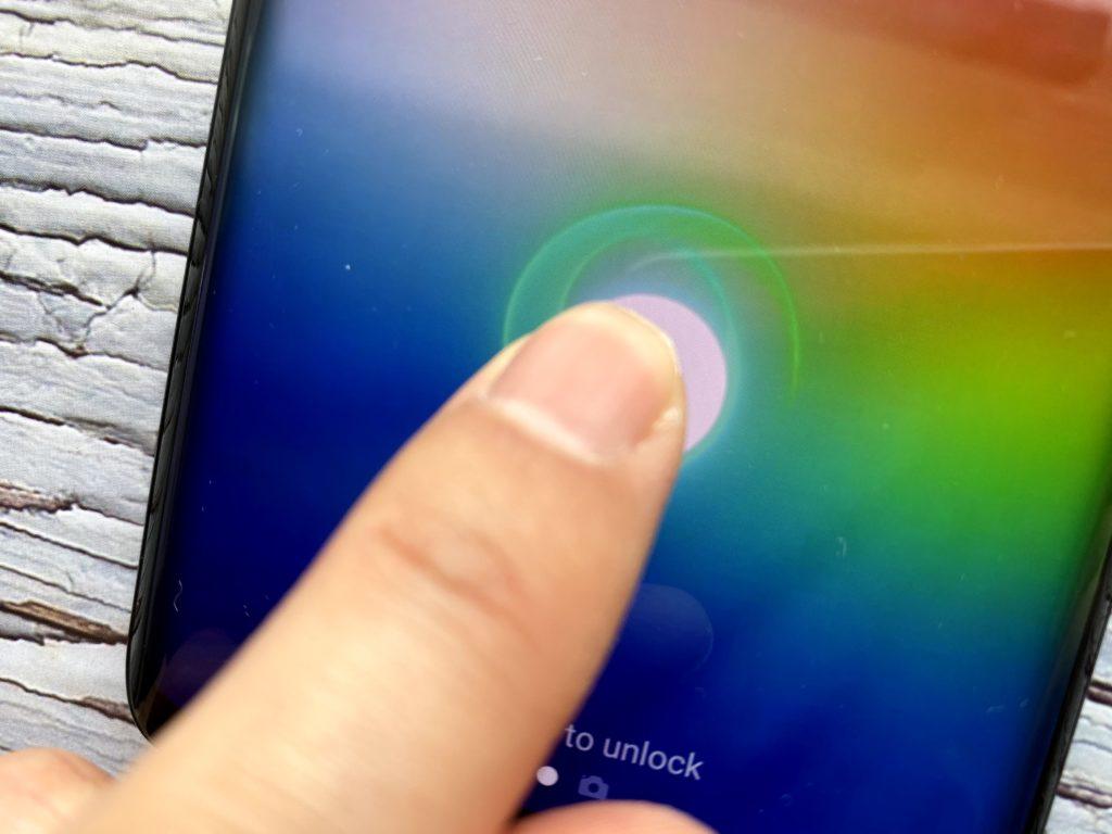 Androidはディスプレイ内指紋認証ができる