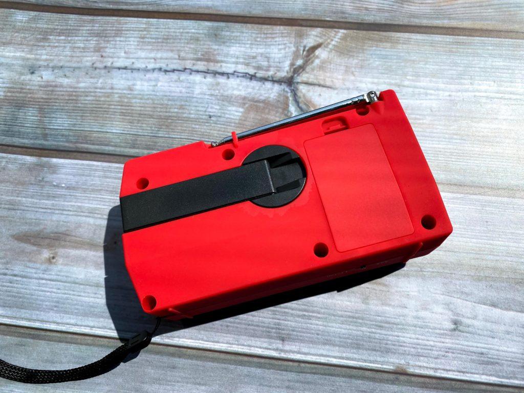 手回し充電用ハンドルと電池ボックス
