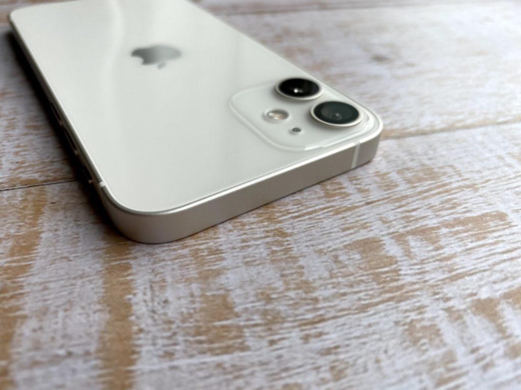 iPhone 12 miniの白い線