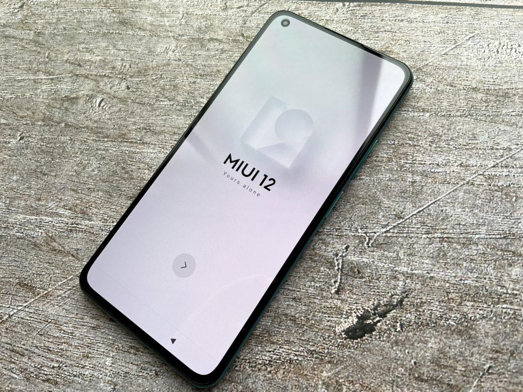 Mi 11 Lite 5Gの電源をつける