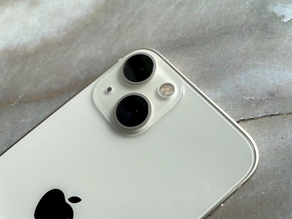 iPhone 13 miniのカメラは大きいぞ