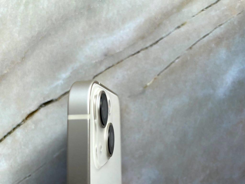 iPhone 13 miniカメラのでっぱりは少ない