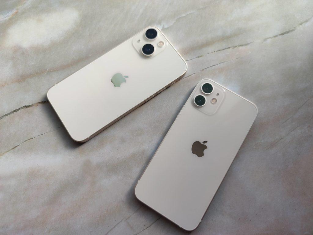 iPhone 13 mini(左)とiPhone 12 mini(右)カメラレンズの大きさがそもそも異なる