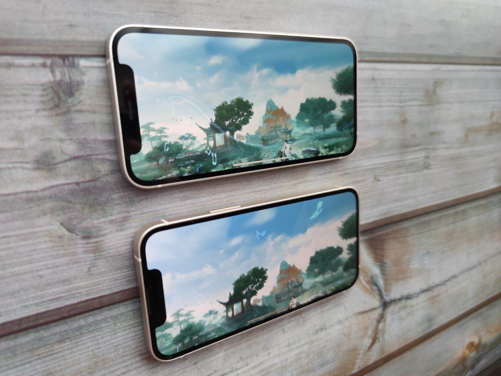iPhone 12 mini(上)とiPhone 13 mini(下)